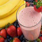 Thức uống thực dưỡng sinh tố chuối và dâu tây
