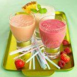 Thức uống thực dưỡng sinh tố chanh và trái cây