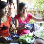 Bạn trẻ ăn chay ngày Phật đản